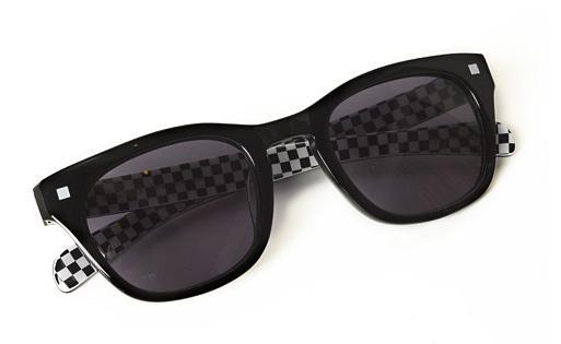 ac013_052_checker_sunglasses.jpg